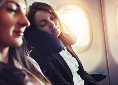 6 dicas para você conseguir dormir no avião