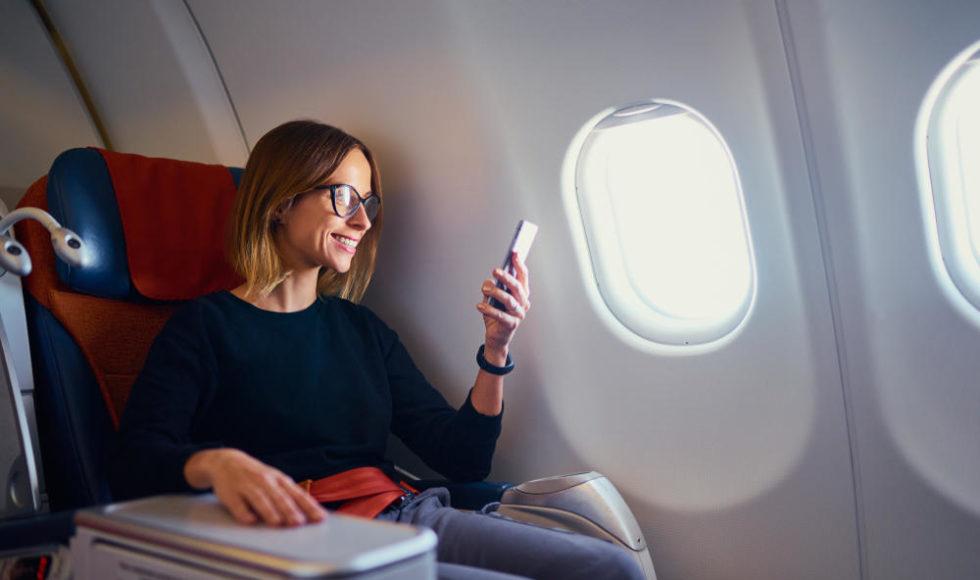 Vai viajar por muito tempo de avião? 5 dicas imperdíveis para você